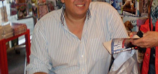 Simon de Waal signeert Systema